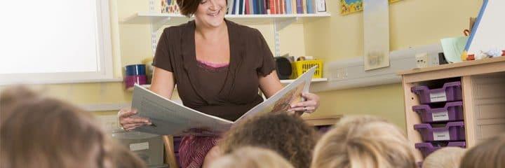 Student teacher reading to children.