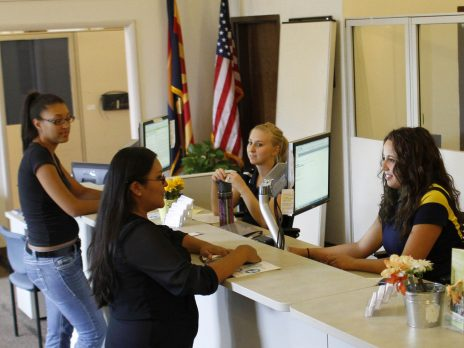 nau students visit financial aid office about loans