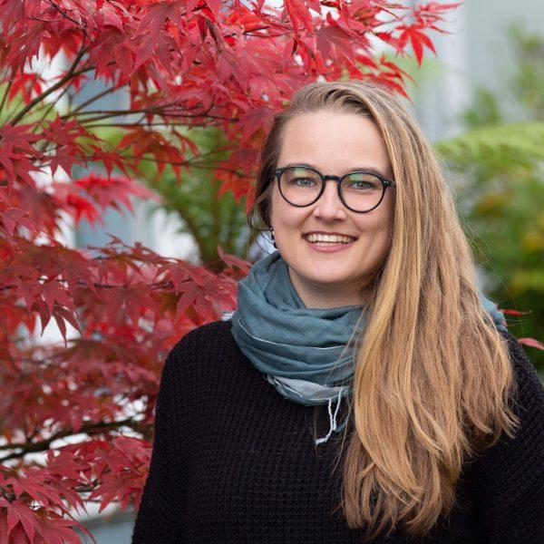 Susanna Dart by a tree