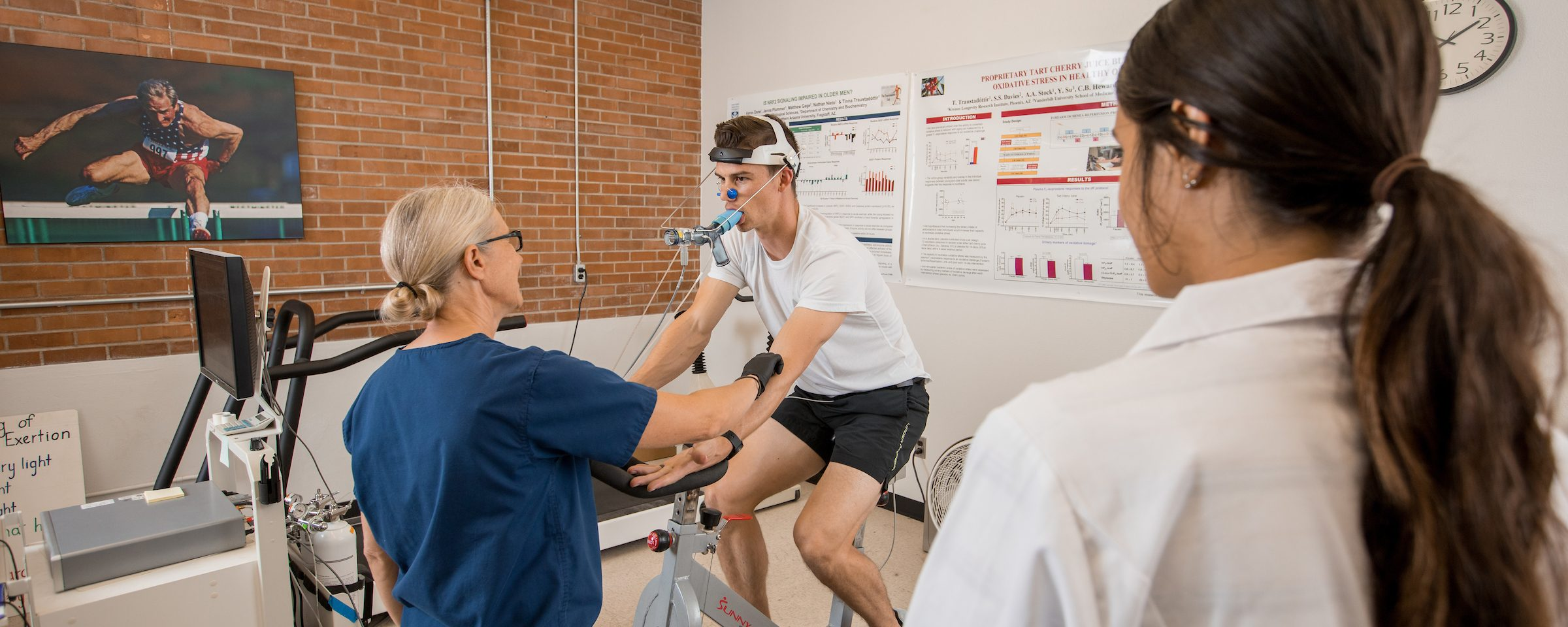 professor and student perform an exertion test