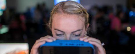 girl virtual reality technology mobile