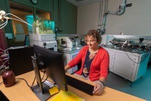 Laura Wasylenki working in lab