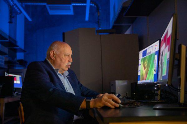 Miguel José Yacamán sitting at a computer